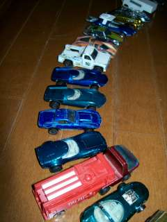 HOT WHEELS COLLECTION RED LINES 87 CARS 21 BADGES CASES INCLUDED
