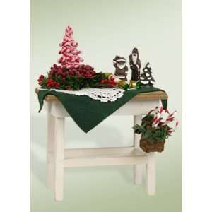 Byers Choice Carolers   Candy Cane Table
